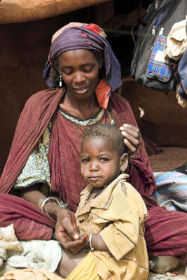 Femme et enfant en détresse